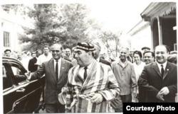 Леонид Ильич Брежнев (в центре в чапане) в Ташкенте, март 1982 года.