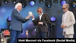 Оле Рэйтоў, Лявон Вольскі і Стэфан Эрыксан на ўручэньні прэміі Freemuse. Фота: Iñaki Marconi via Facebook