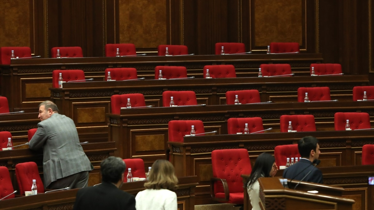 Opposition Party Boycotts Armenian Parliament After Violence