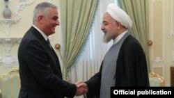 Вице-премьер Армении Мгер Григорян (слева) и президент Ирана Хасан Рухани, Тегеран, 3 июля 2019 г.