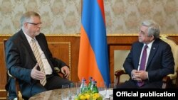 Armenia - President Serzh Sarkisian (R) meets with Herbert Salber, the EU's special representative to the South Caucasus, in Yerevan, 26Apr2017.