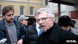 Эдуард Лимонов готов к новой встрече с ОМОНом