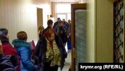 Ahtem Çiygoz konvoynıñ nezareti altında, 2015 senesi dekabr 24 künü