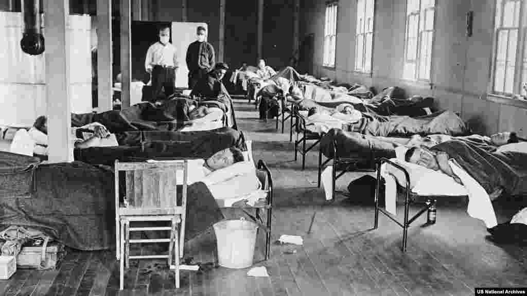 1918 год: больные вирусом находятся в студенческом лагере в Колорадо (США).Числа убитых по всему миру колеблется от 17 миллионов до 100 миллионов. По данным Всемирной организации здравоохранения, умерло 2-3% инфицированных