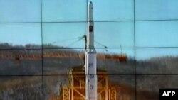 """Солтүстік Корея ұшырған """"Унха-3"""" зымыраны. Солтүстік Пхеньян провинциясы. 12 желтоқсан 2012 жыл."""