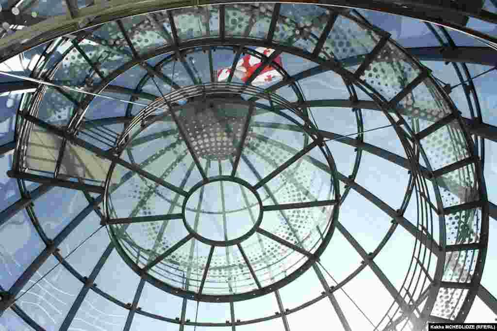 Купол президентського палацу у Тбілісі був виготовлений у Німеччині.