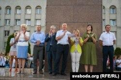 Дэпутаты выйшлі да пратэстоўцаў, 17 жніўня