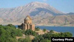 Թուրքիա –– Վանի Աղթամար կղզու Սուրբ Խաչ եկեղեցին, արխիվ