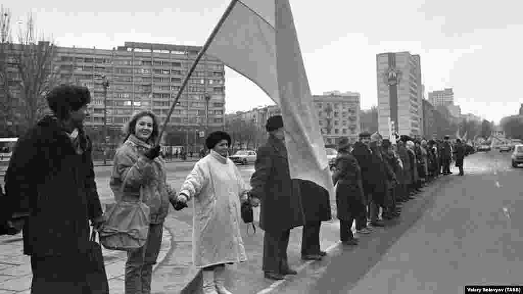 «Живая цепь» в Киеве. Эта акция – одна из самых масштабных такого рода в мировой истории