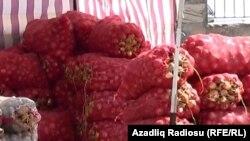 Bazarda kartof satışı (arxiv fotosu)