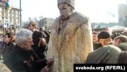 Эўрамайдан Народная скульптура Тараса Шаўчэнкі