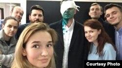 Алексей Навальный после нападения. Москва, 27 апреля 2017 года.
