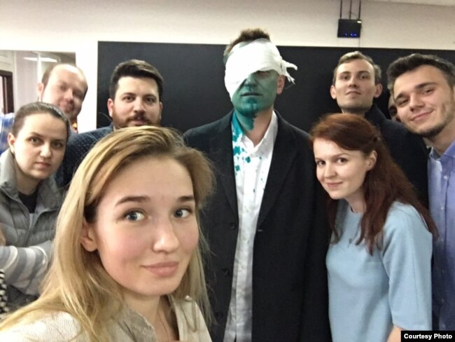 Aleksei Navalny, his injured eye covered by a bandage, poses with supporters after being attacked once again with zelyonka.