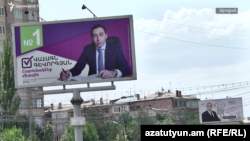 Armenia -- Election campaign billboards of Abovian's incumbent Mayor Vahagn Gevorgian (L) and his main challenger Grigor Gulian, June 7, 2019.
