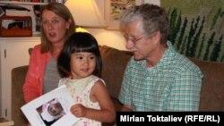 Девочка из Кыргызстана, удочеренная американской семьей, 20 июля 2012 года.