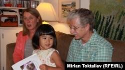 АКШ -- Америкалык үй-бүлө асырап алган кыргызстандык кыз, 22-июль, 2012.