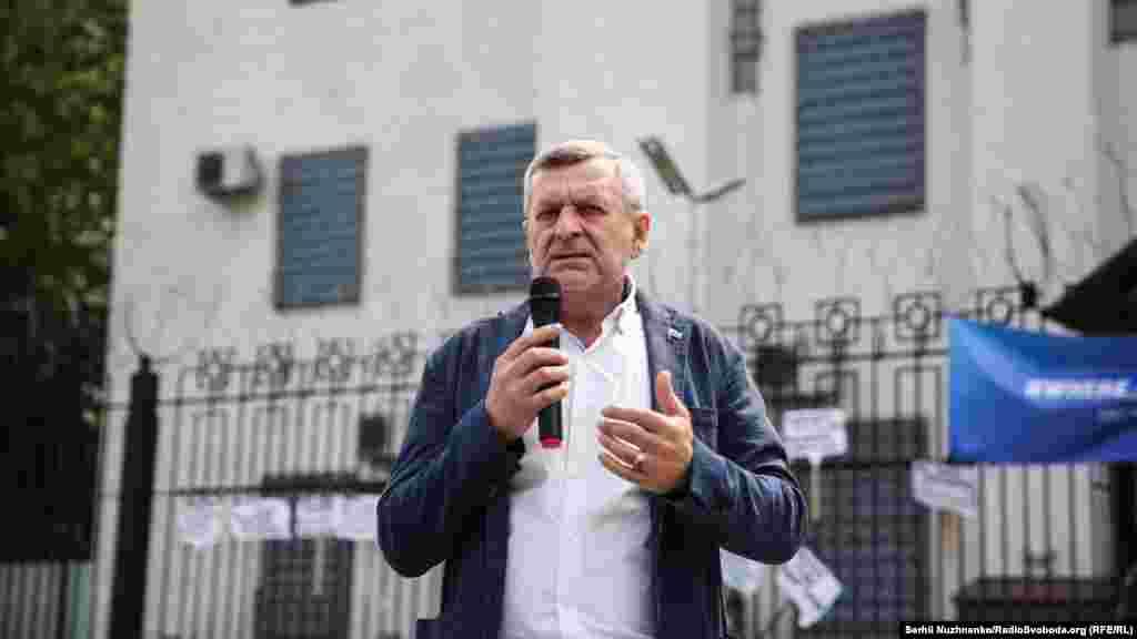 На акції під посольством Росії виступив заступник голови Меджлісу кримськотатарського народу Ахтем Чийгоз