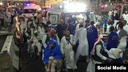 Для госпитализации раненных в результате падения строительного крана задействованы более 80 машин скорой помощи.