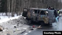В результате столкновения автомобиля «Тойота» и микроавтобуса УАЗ на Варшавском шоссе погибли девять человек. При столкновении УАЗ загорелся.