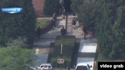 Поліція Вірджинія-Біч повідомляє, що стрілок також поранив щонайменше чотирьох людей, перш ніж його застрелили правоохоронці