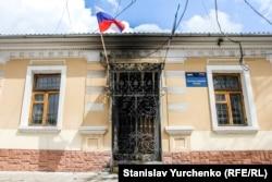 Офіс «Єдиної Росії» після підпалу. 14 квітня 2014 року