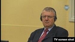 Vojislav Šešelj u sudnici 17. aprila 2012.