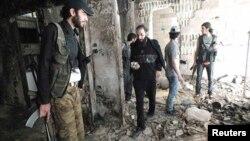 Սիրիա - Ապստամբները Հոմս քաղաքի մի կիսավեր շենքում, 7-ը հուլիսի, 2013թ․