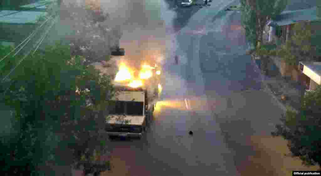 "Armenia - Police vehicle burnt by the armed group calling itself ""Sasna Tsrer"", Yerevan,25Jul,2016"