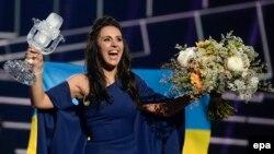 Джамала з нагородою переможниці «Євробачення», Стокгольм, ніч на 15 травня 2016 року