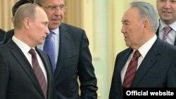 Қазақстан президенті Нұрсұлтан Назарбаев (оң жақта) және Ресей президенті Владимир Путин Ақордадағы кездесу кезінде. Астана. 7 маусым, 2012 жыл. Сурет Ресей президентінің ресми сайтынан алынды.