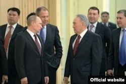 Нұрсұлтан Назарбаев (оң жақта) және Владимир Путин. Астана. 7 маусым, 2012 жыл. Сурет Ресей президентінің ресми сайтынан алынды.