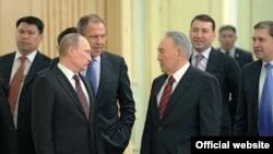 Президент России Владимир Путин и президент Казахстана Нурсултан Назарбаев. Астана, 7 июня 2012 года.