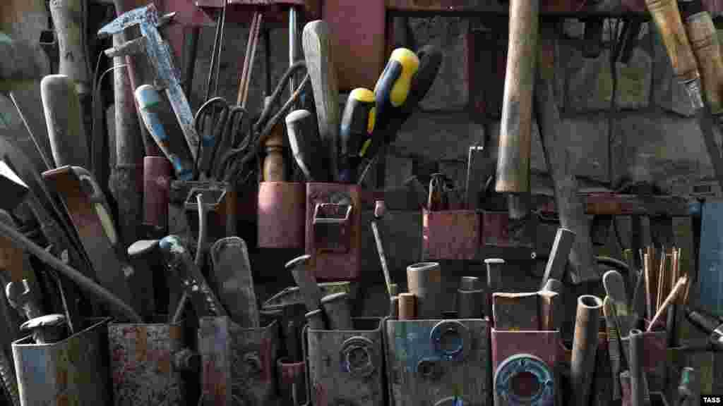 Ustanıñ iş aletleri