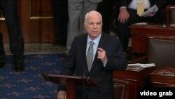 Cэнатар-рэспубліканец Джон Маккейн выказаўся скэптычна ўдачыненьні адпрэчанага законапраекту