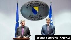 Evropski komesar Johanes Han i predsjedavajući Vijeća ministara BiH Denis Zvizdić, Sarajevo, 21. mart 2016.