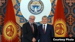 Алмазбек Атамбаев Германиянын тышкы иштер министри, ЕККУ төрагасы Франк-Валтер Штайнмайер менен жолукту