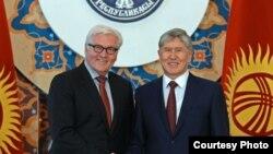Франк-Вальтер Штайнмайер и Алмазбек Атамбаев.