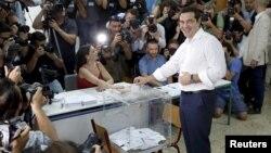Референдумда премьер-министр Алексис Ципрас тавыш бирә