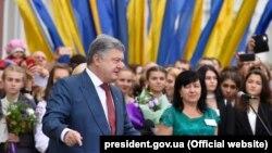 Петро Порошенко під час поїздки на Харківщину, 1 вересня 2017 року
