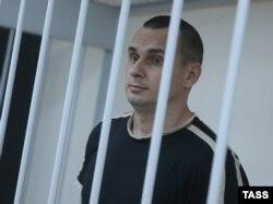 Олег Сенцов на судовому засіданні в Москві