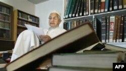 آیتالله صانعی: «اين چه حکومت تشيعی است که ۳۰ سال در آن دزدی شده تازه حالا فهميده اند؟»