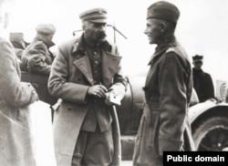 Юзэф Пілсудзкі (зьлева) падчас савецка-польскай вайны ў 1920 годзе