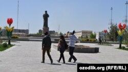 Uzbekistan - Alisher Navoiy monument in Navoiy city, 20Apr2012