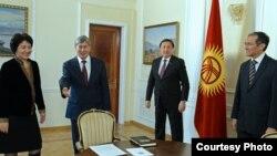 Атамбаев Жогорку Кеңештин төрагасын, премьер-министрди жана Жогорку Соттун төрайымын кабыл алды. 30-декабрь, 2014-жыл