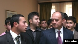 Defense Minister Seyran Ohanian took questions from university students in Yerevan.