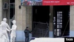 Жарылыстан кейінгі теміржол вокзалының маңы. Волгоград, 29 желтоқсан 2013 жыл.
