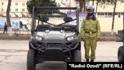США подарили таджикским пограничникам 22 служебные машины