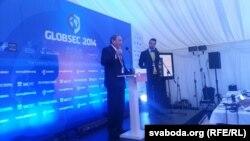 Джордж Фрыдман выступае на канфэрэнцыі GLOBSEC 2014