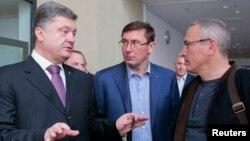 Как олигарх олигарху: кандидат в президенты Украины Петр Порошенко разъясняет свою позицию Михаилу Ходорковскому, который кандидатом в президенты России так и не стал
