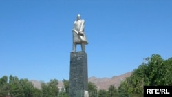 The Lenin monument in Khujand